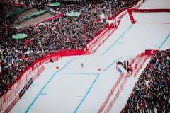 Kitzbà ¼恶劣环境测井Hahnenkamm下坡滑雪竞赛 免版税图库摄影
