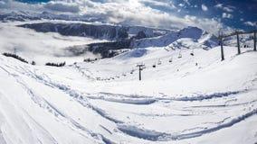 KITZBUEHEL, AUSTRIA, il 17 febbraio 2016 - sciatori sul enjo dell'ascensore di sci Fotografia Stock