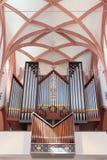 Kitzingen Tyskland - Juli 2018 Forntida organ i Lutherankyrkan i Tyskland inomhus arkivfoton