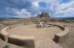 Kiva e sala cerimonial do povoado indígeno, cerca do ANÚNCIO 1450-1500, parque histórico nacional dos Pecos, nanômetro fotos de stock royalty free