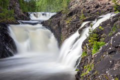 Kivach-Wasserfall Lizenzfreie Stockbilder