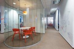 Kivvi建筑师创造的办公室内部,布拉索夫,斯洛伐克 免版税库存照片