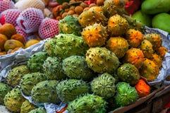 Kiwano Cucumis metuliferus melonowego afrykanina Rogaty melon Świeży Kiwanos przy rolnika rynkiem Fotografia Stock