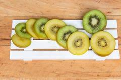 Kiwi Żółta kiwi i zieleń kiwi owoc Zdjęcie Stock