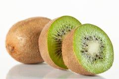 Kiwi affettati freschi Fotografie Stock Libere da Diritti