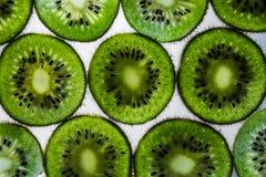 Kiwi affettati trasparenti Immagini Stock