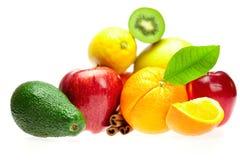 Kiwi, avocado, appelen, sinaasappel, citroen, en kaneel Stock Foto