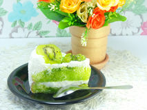 Kiwi and cream layer cake Royalty Free Stock Photography