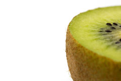 Kiwi cuted i en halva som isolerades på vit bakgrund Royaltyfria Bilder