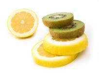 kiwi e un limone Fotografia Stock Libera da Diritti