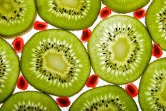 Kiwi en granaatappel Royalty-vrije Stock Afbeeldingen