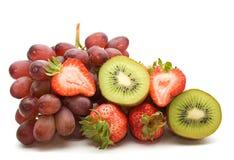 Kiwi, Erdbeeren, Trauben Stockfotografie