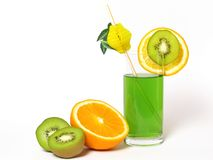 Kiwi et jus d'orange photo stock