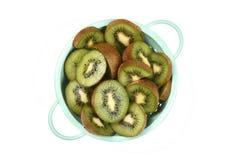 Kiwi Fruit en colador Imágenes de archivo libres de regalías