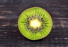 Kiwi Fruit mezzo Immagine Stock Libera da Diritti
