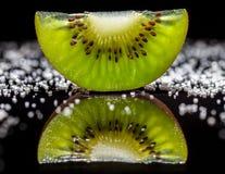 Kiwi Fruit och socker arkivfoto