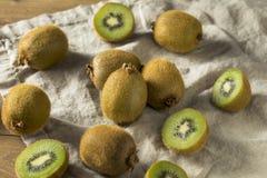 Kiwi Fruit organico verde crudo Immagini Stock Libere da Diritti