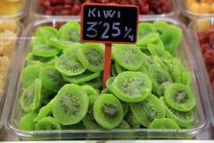 Kiwi Fruit sec dans l'emballage Image stock