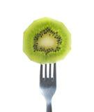 Kiwi Fruit Slice sulla forcella fotografia stock