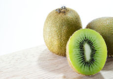 Kiwi Fruit vitbakgrund Royaltyfria Bilder