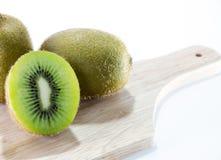 Kiwi Fruit-Weißhintergrund Stockfotografie