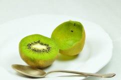 Kiwi Fruits divisé en deux Photographie stock