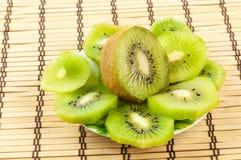 Kiwi geschnitten stockfoto