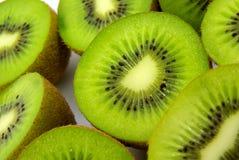 Kiwi halbiert Nahaufnahme Stockbild