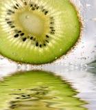 Kiwi in het water Royalty-vrije Stock Foto's