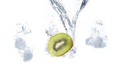 Kiwi I kostek lodu pluśnięcie Obrazy Stock