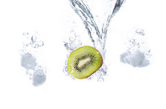 Kiwi And Ice Cubes Splash Arkivbilder