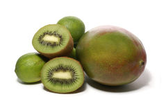 Kiwi-, Kalk- und Mangofruchtfrüchte getrennt auf Weiß Stockbilder