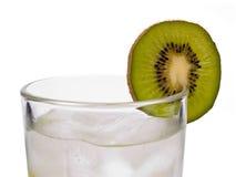 Kiwi met ijs in glas Stock Afbeeldingen
