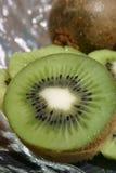 Kiwi mezzo Immagini Stock