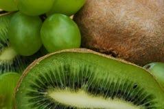 Kiwi och druva Royaltyfri Fotografi