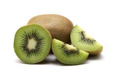 Kiwi owoc i kiwi pokrajać segmenty na białym tle Fotografia Stock