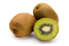 Kiwi owoc i pokrajać na białym tle Zdjęcie Royalty Free