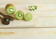Kiwi owoc lub Chińskiego agresta plasterek Zdjęcia Royalty Free