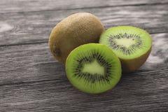 Kiwi owoc na drewnianym tle Obraz Royalty Free