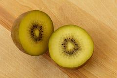 Kiwi owoc na tnącej desce 1 Zdjęcie Stock