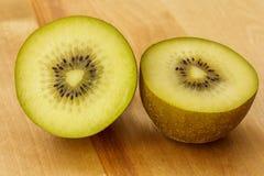 Kiwi owoc na tnącej desce 4 Obrazy Royalty Free