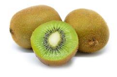 Kiwi owoc, połówka odizolowywająca kiwi Zdjęcia Royalty Free