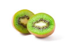 Kiwi owoc pokrajać w dwa częściach Fotografia Stock