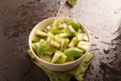 Kiwi owoc pokrajać obrazy royalty free