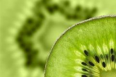 Kiwi owoc, Zamyka w górę pokrojonego kiwi abstrakcjonistycznego tła, Makro- widok Obraz Royalty Free