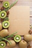 Kiwi på träbakgrund Royaltyfri Foto