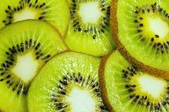 Kiwi schneidet Hintergrund Lizenzfreies Stockbild