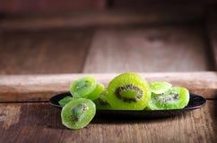 kiwi sec sur la table en bois Photographie stock