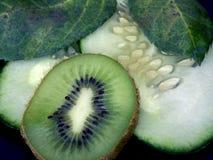 Kiwi und cucs lizenzfreie stockbilder