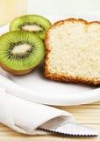 Kiwi und isländischer Mandel-Kuchen Stockfoto